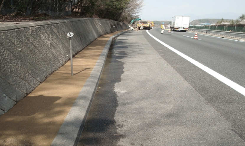 防草対策高速道路_地球環境